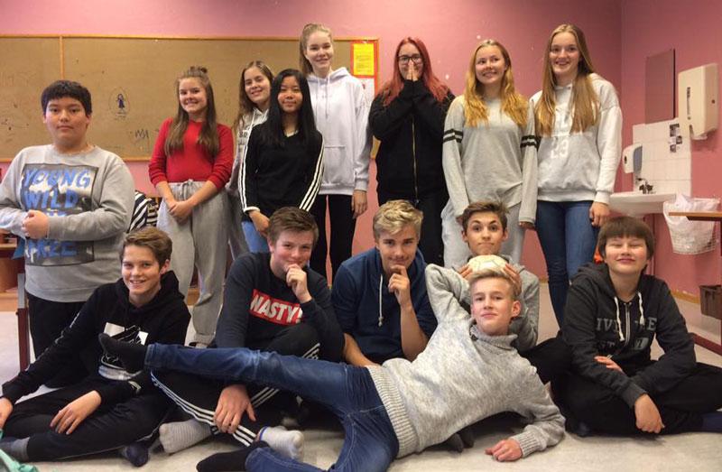 """Valgfagsgruppa """"Innsats for andre"""" på Hatteng skole har kafé til inntekt for årets TV-aksjon."""