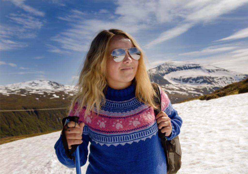 Her er genseren som heter Minus tyve. Og modellen er ifølge forfatteren selveste Vinterhuldra, HIlde Rasmuusen. Foto: Lars-Åke Andersen