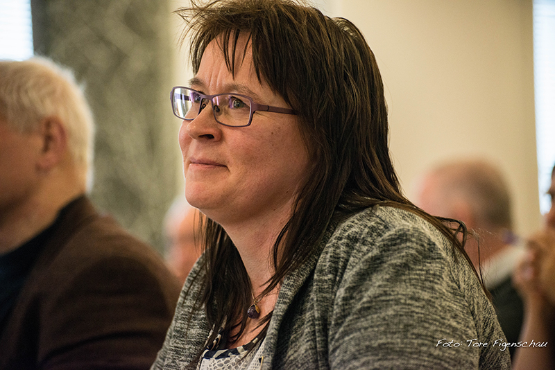 Solveig Sommerseth (TPL) stiller spørsmål ved saksbehandlinga i Strandbusaken.